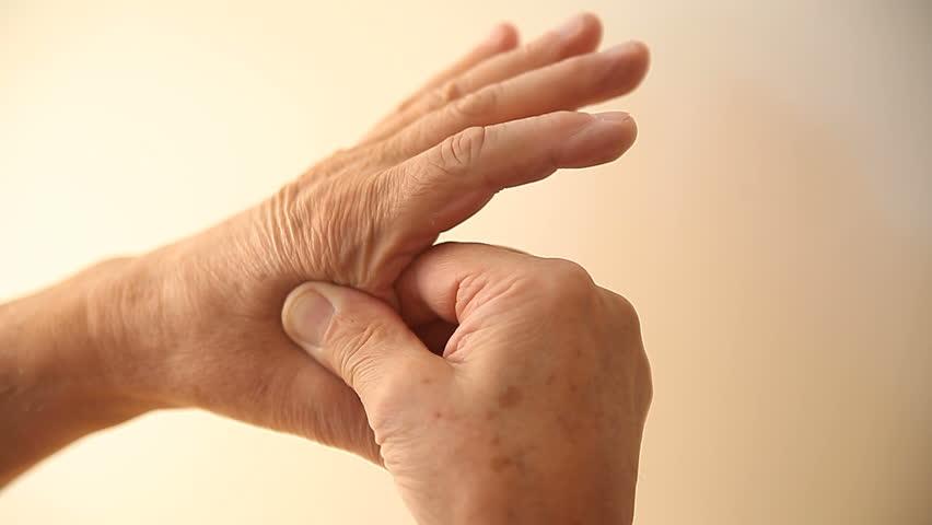 Боль в пальцах: 9 возможных причин возникновения и ее лечение.