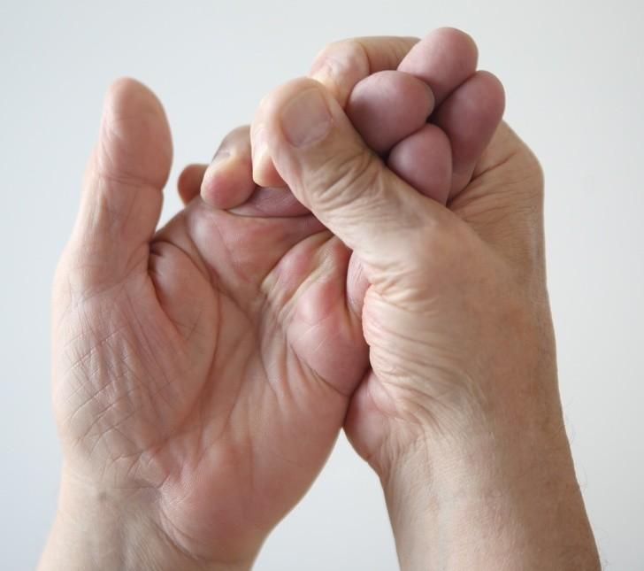 Онемение кончиков пальцев: причины и лечение.