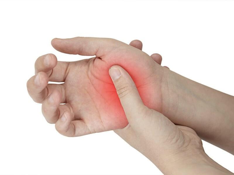 Что может вызвать боль в ладонях рук?