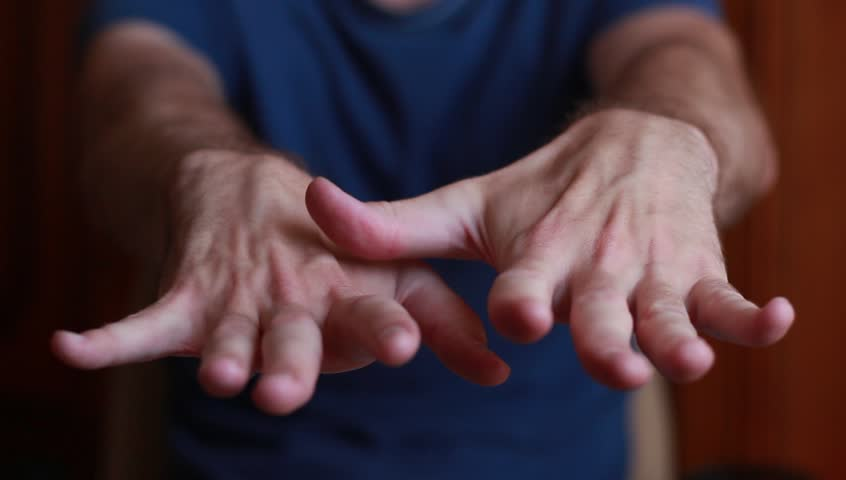 Тремор или дрожание рук: причины, симптомы, лечение