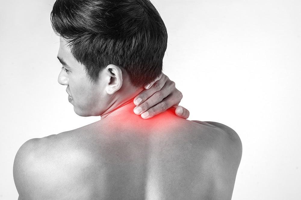 Боль в шее и руке: может ли боль в руке быть связана с болью в шее?
